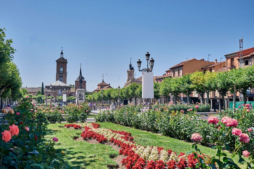 Площадь Сервантеса в центре Алькала-де-Энарес